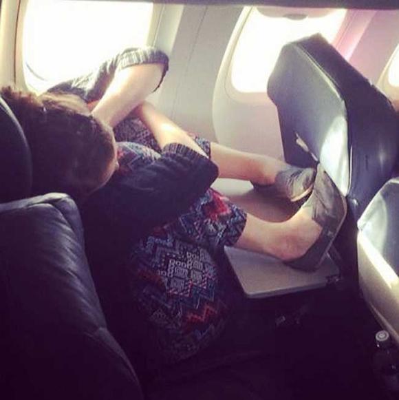 Bó tay với những hành khách 'không đỡ được' trên máy bay 17
