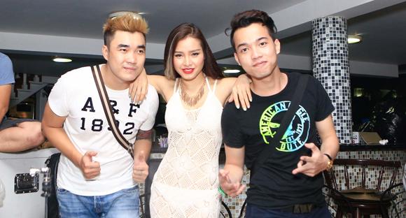 Từ trái qua phải: DJ Vitamin D - Phương Trinh Jolie - DJ Bin