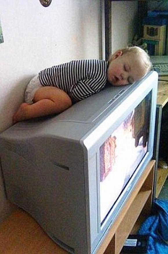Loạt hình ảnh hài hước về các tư thế ngủ 3