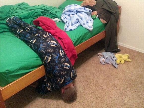 Loạt hình ảnh hài hước về các tư thế ngủ 8