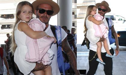 Victoria Beckham,Victoria Beckham sành điệu,Victoria Beckham vuốt tóc điệu đà,gia đình becks,bé harper,sao hollywood
