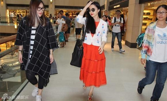 Phạm Băng Băng bị chê ăn mặc quê mùa khi đi mua sắm