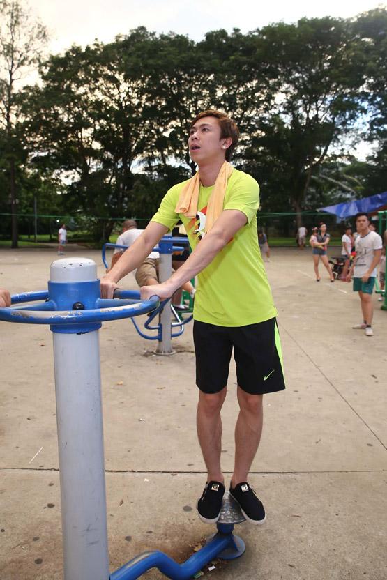 Hồ Việt Trung, ca sĩ Hồ Việt Trung, Hồ Việt Trung giảm 5kg trong 1 tháng, Hồ Việt Trung tập gym ở công viên