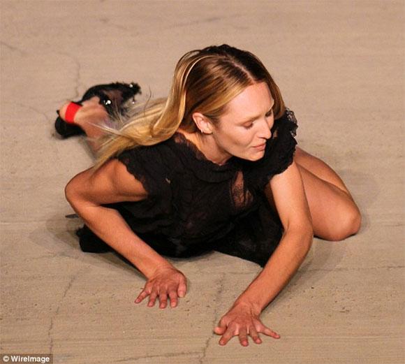'Thiên thần' Victoria's Secret,'Thiên thần' Victoria's Secret vồ ếch,'Thiên thần' Victoria's Secret ngã sõng soài,Candice Swanepoel vồ ếch,sao hollywood,siêu mẫu hollywood