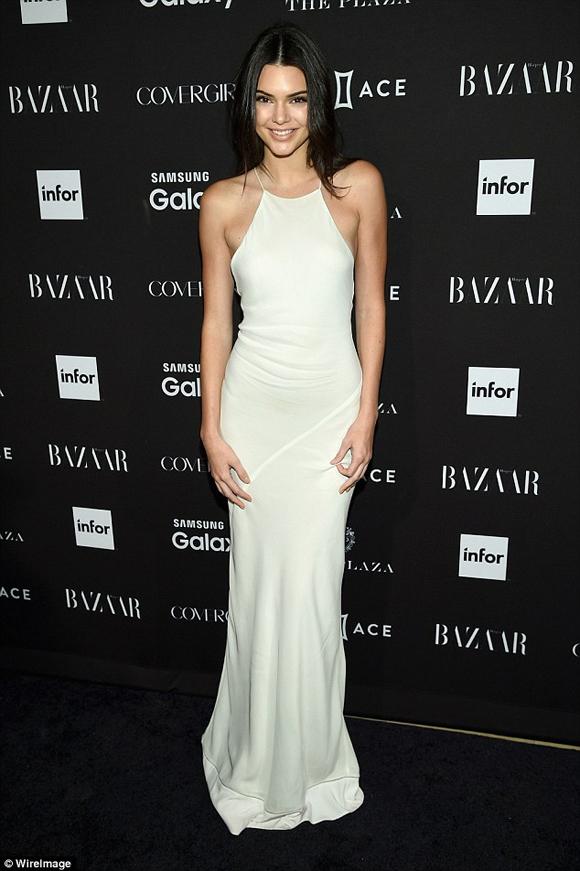 Em gái Kim Kardashian,Kim Kardashian,Kendall Jenner,Kendall Jenner đeo khuyên chỗ nhạy cảm,Kendall Jenner xỏ khuyên ở vòng một,tính cách nổi loạn của Kendall Jenner,sao Hollywood