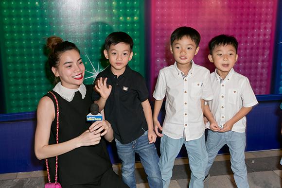 Hồ Ngọc Hà Cường Đô la đưa subeo đi xem nhạc kịch 3