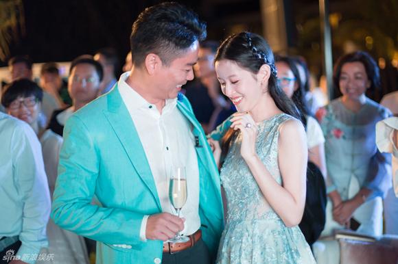 hot girl trà sữa,Chương Trạch Thiên,đại gia U50,Lưu Cường Đông,hot girl trà sữa kết hôn,hot girl trà sữa tổ chức đám cưới,hot girl