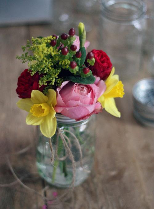 Tự làm bình cắm hoa cho phòng khách thêm xinh - 15