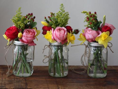 Tự làm bình cắm hoa cho phòng khách thêm xinh - 16