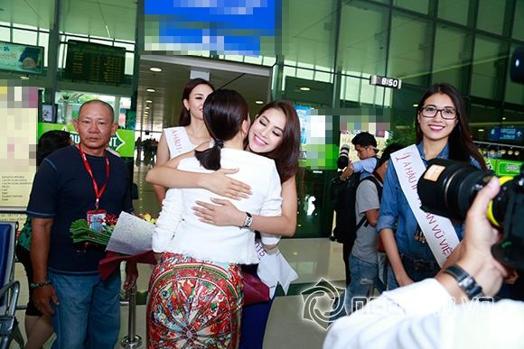 Phạm Hương trở về sau đăng quang 6