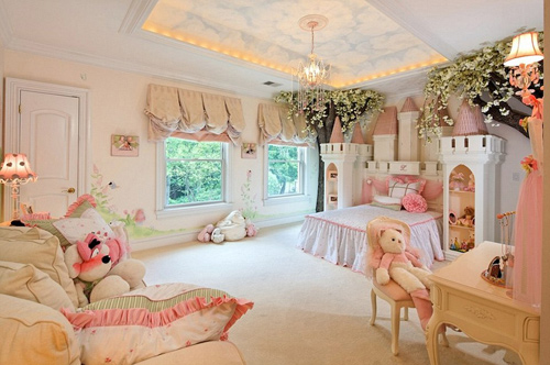 1444142214 25738d6200000578 2944446 image a 321423376319349 ngoisao.vn Phong ngủ có một không hai với chi phí thiết kế gần 4,5 tỷ đồng
