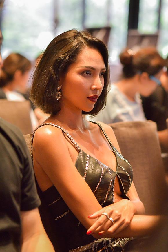 sao Việt, Giải đồng Siêu mẫu, siêu mẫu Minh Triệu, Minh Triệu táo bạo diện váy hở vòng một, Elle Show 2015