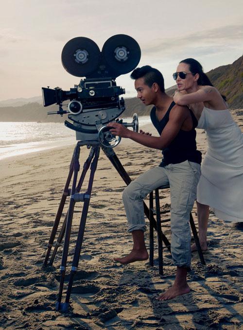Angelina Jolie chia sẻ bộ ảnh đùa nghịch cùng các con trên biển 2