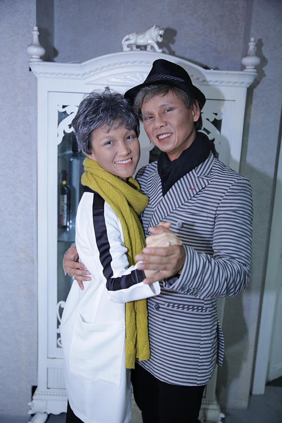 Vợ chồng Phan Đinh Tùng già nua khiến con gái hoảng hốt 6
