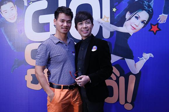 Xuân Bắc cưỡng hôn Việt Hương giữa sự kiện 2