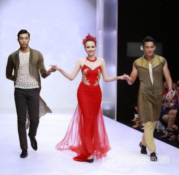 Hoa hậu Diễm Hương được trai đẹp 'chăm sóc' cẩn thận trên sàn diễn