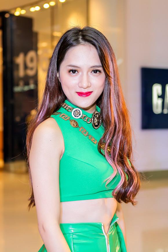 Hương Giang Idol khoe trọn vòng 2 8