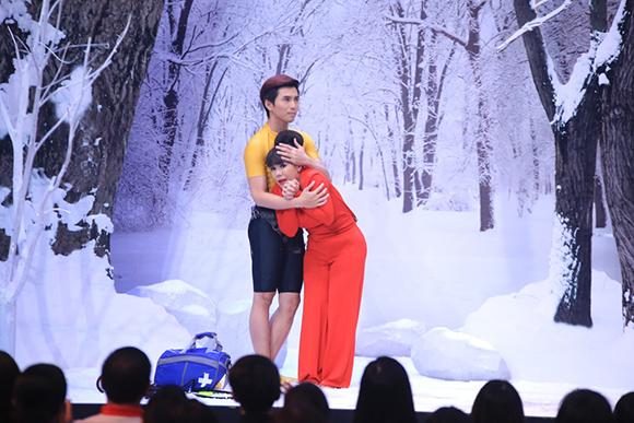 Angela Phương Trinh ôm hôn Trấn Thành tới tấp 2