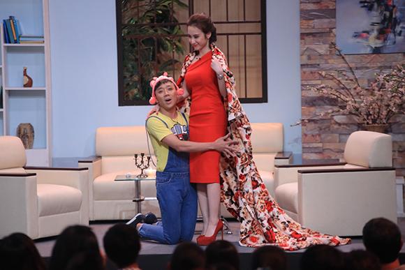 Angela Phương Trinh ôm hôn Trấn Thành tới tấp 6