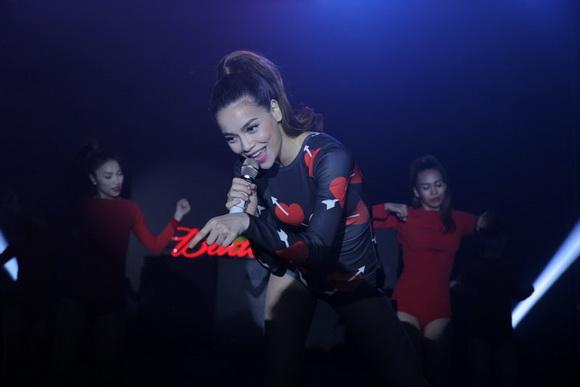 Hà Hồ nhảy cực sung 4