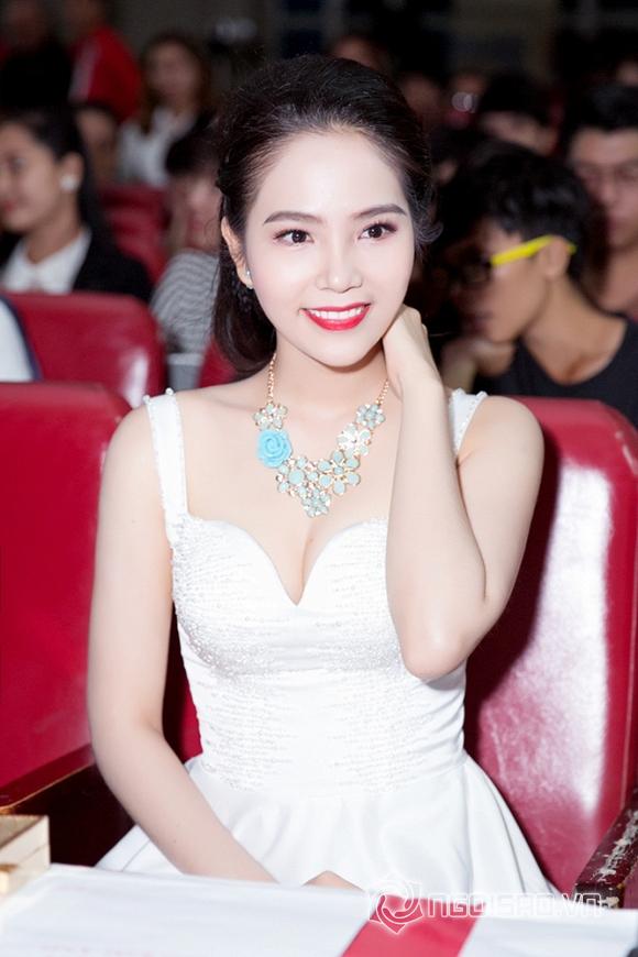 Dương Kim Ánh đẹp hút hồn khi diện đầm trắng tinh khôi làm giám khảo   3