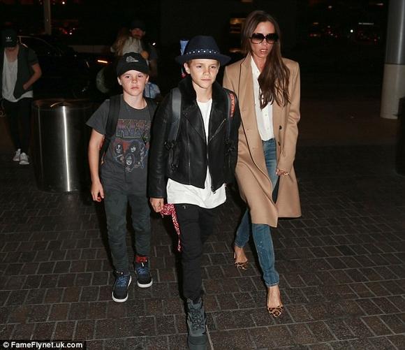 gia đình Beckham, vợ chồng Becks , gia đình Becks , thời trang gia đình Beckham , vợ chồng Becks tại sân bay , vợ chồng Becks chuẩn bị cho Halloween , sao Hollywood, thời trang sao