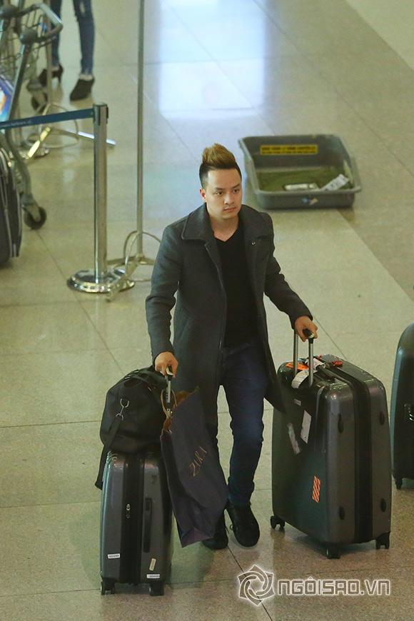Cao Thái Sơn khệ nệ hành lý lẻ bóng ở sân bay 2