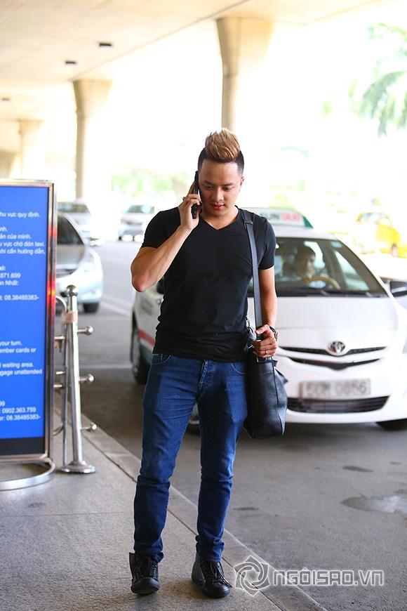 Cao Thái Sơn khệ nệ hành lý lẻ bóng ở sân bay 5