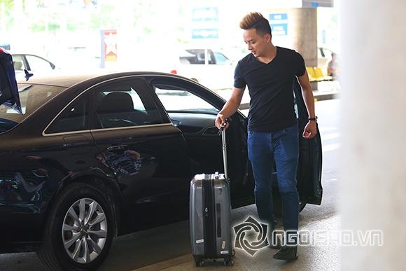 Cao Thái Sơn khệ nệ hành lý lẻ bóng ở sân bay 7
