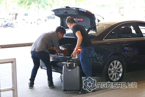 Cao Thái Sơn khệ nệ hành lý lẻ bóng ở sân bay 9