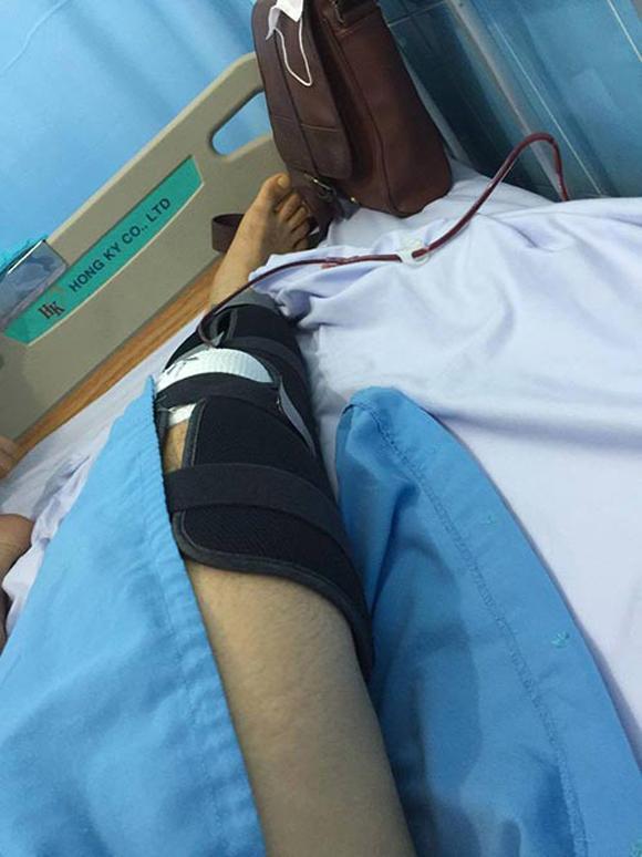 Akira Phan, ca sĩ Akira Phan, Akira Phan nhập viện, Akira Phan nhập viện phẫu thuật, Akira Phan bị trấn thương đầu gối, ca sĩ Akira Phan, sao việt