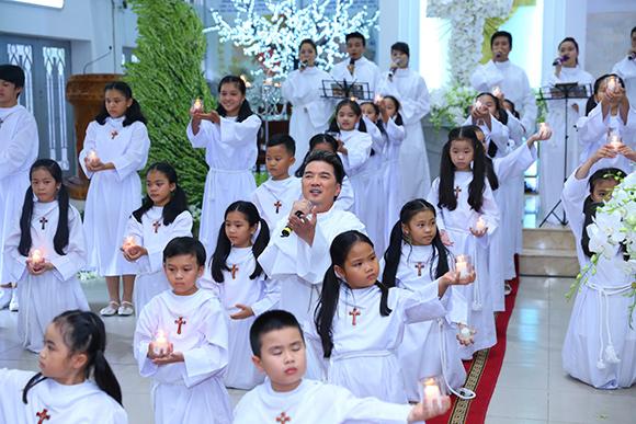 Đàm Vĩnh Hưng mặc áo dòng hát giữa nhà thờ 6