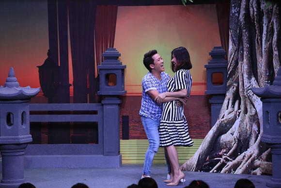 Chồng sắp cưới cầu hôn Vân Trang trên sóng truyền hình 3