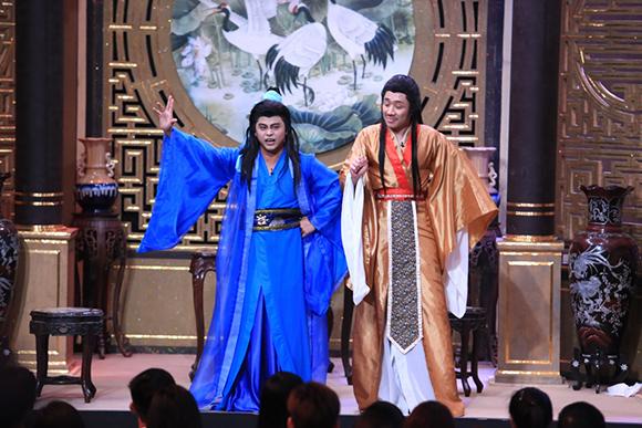 Chồng sắp cưới cầu hôn Vân Trang trên sóng truyền hình 8