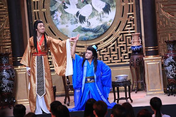 Chồng sắp cưới cầu hôn Vân Trang trên sóng truyền hình 9
