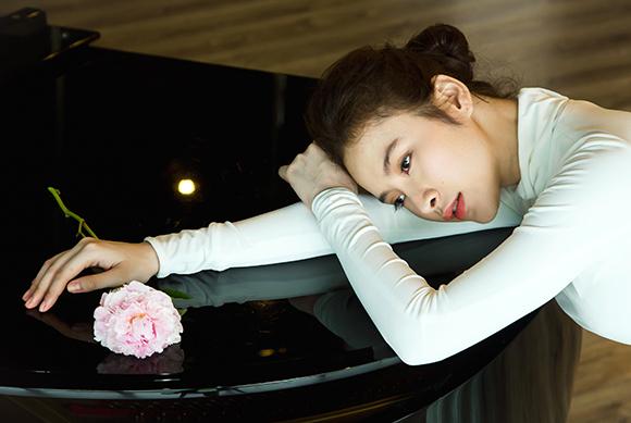 Angela Phương Trinh đẹp mong manh phớt lờ nghi án hẹn hò CSGT 0