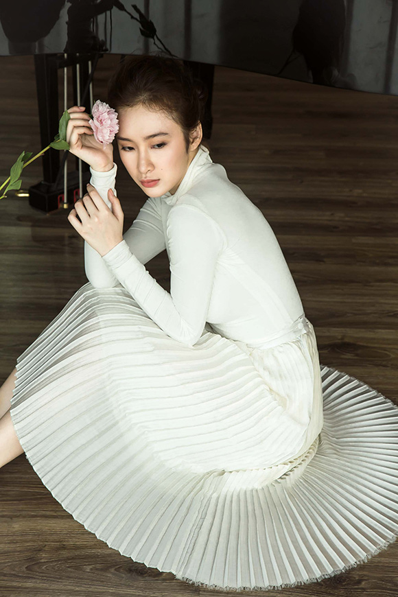 Angela Phương Trinh đẹp mong manh phớt lờ nghi án hẹn hò CSGT 2
