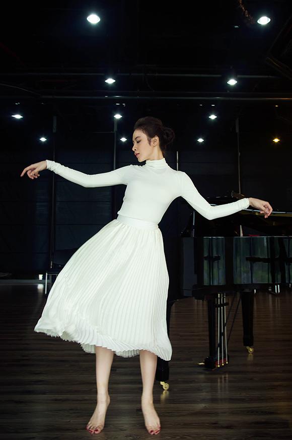 Angela Phương Trinh đẹp mong manh phớt lờ nghi án hẹn hò CSGT 4
