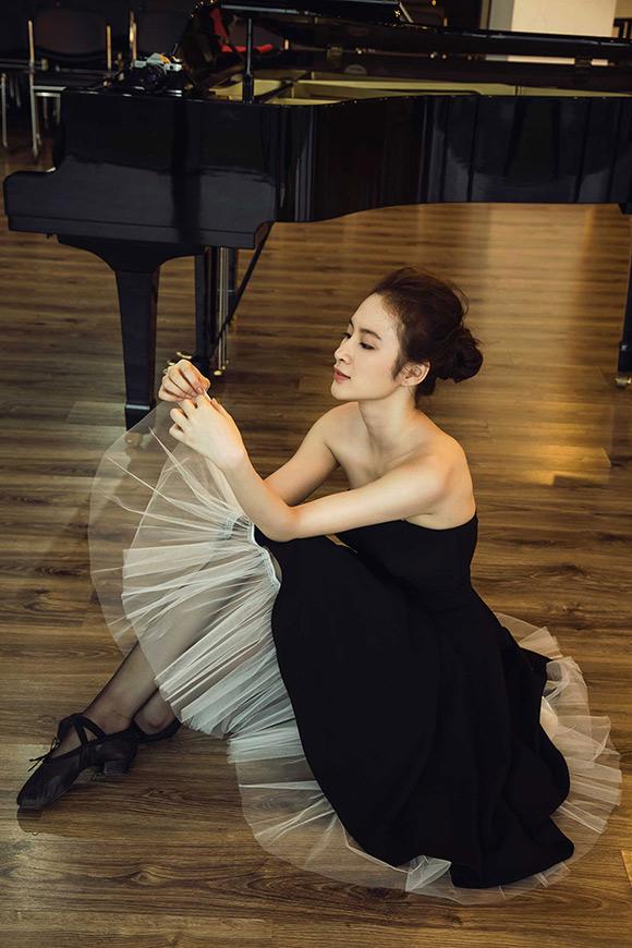 Angela Phương Trinh đẹp mong manh phớt lờ nghi án hẹn hò CSGT 13