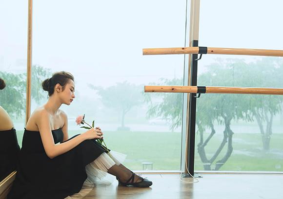 Angela Phương Trinh đẹp mong manh phớt lờ nghi án hẹn hò CSGT 14