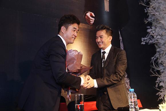 Đàm Vĩnh Hưng nhận giải Nghệ sĩ Châu Á xuất sắc nhất 2015 5