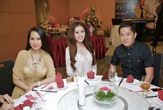Minh Thư, Bầu Hòa, Vũ Hoàng Việt, Sao Việt