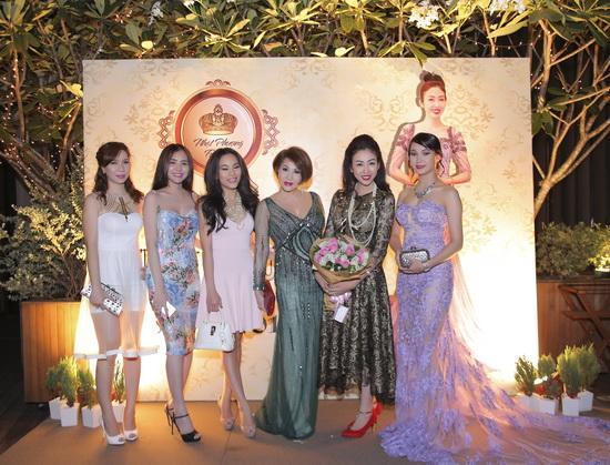 Vũ Hoàng Việt, Yvonne Thuý Hoàng, Sao Việt