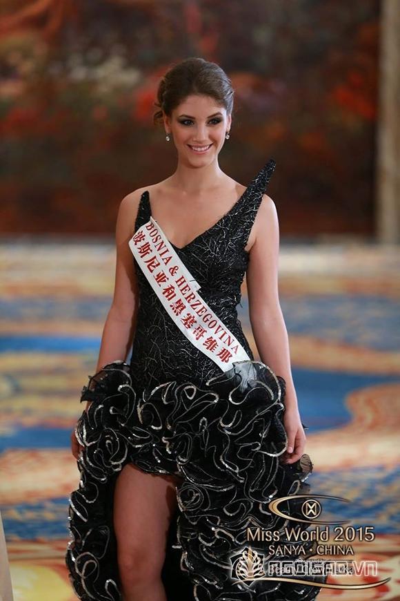 Váy dạ hội của Lan Khuê lọt top 10 trang phục đẹp nhất 1