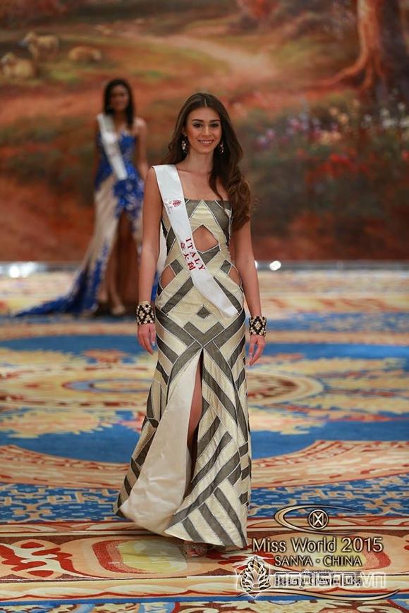 Váy dạ hội của Lan Khuê lọt top 10 trang phục đẹp nhất 7