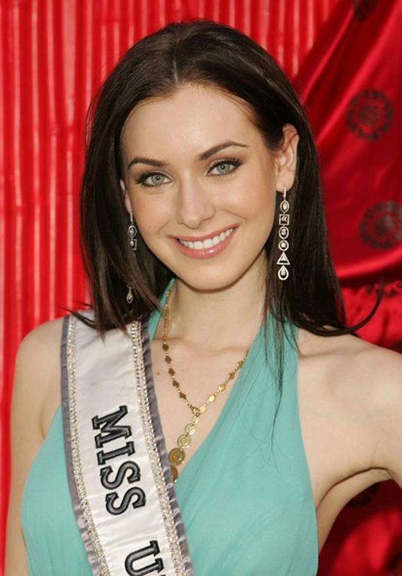 Phạm Hương được Hoa hậu Hoàn vũ 2005 dự đoán đăng quang 2
