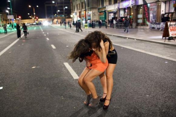 Loạt ảnh hài hước khi các chị em cũng say xỉn