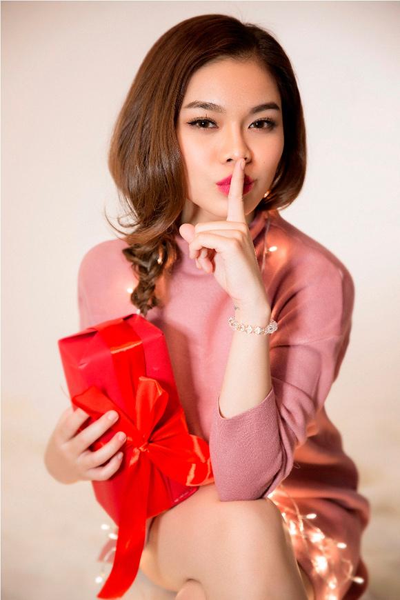 Giang Hồng Ngọc kín trên hở dưới đón Giáng sinh 6