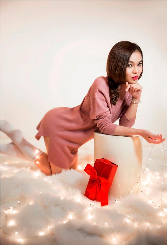 Giang Hồng Ngọc kín trên hở dưới đón Giáng sinh 7