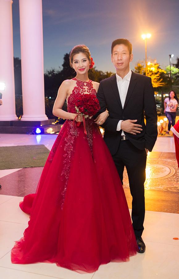 Đám cưới ngập tràn không khí Giáng sinh của Á hậu Diễm Trang 0